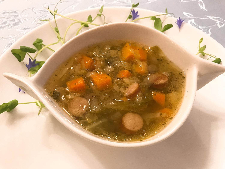 キャベツ、人参、トマト、ジャガイモのスープ「カプシニャック」